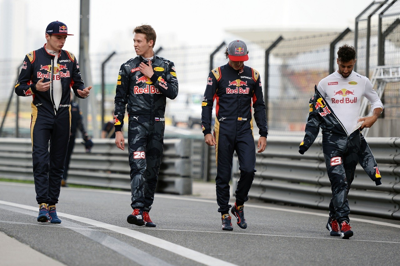 2016年第3戦中国GP マックス・フェルスタッペン、ダニール・クビアト、カルロス・サインツJr、ダニエル・リカルド