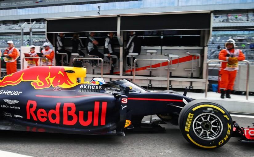F1 | レッドブル開発の新デバイス初テスト、フリー走行1回目はメルセデスがワンツー