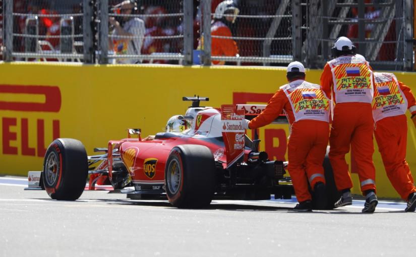 F1 | ベッテル、フリー走行2回目の途中にトラブルでストップ