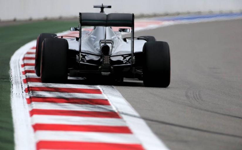 F1 | メルセデスがパワーユニットに「2トークン」使用。ペトロナスが新F1用オイルを供給