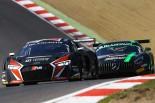 ブランパン・スプリント第2戦 決勝レースでトップ争いを演じる33号車アウディR8と86号車メルセデスAMG