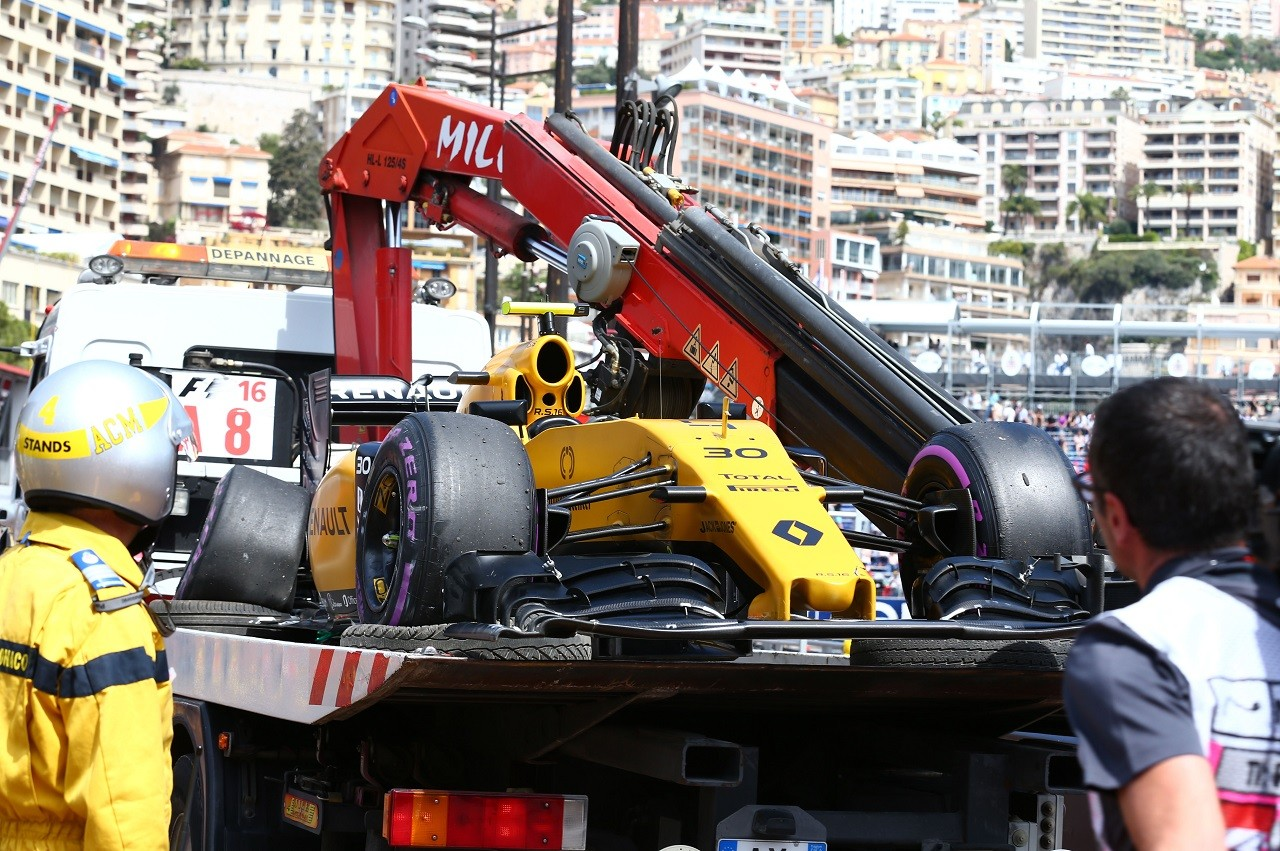 2016年第6戦モナコGP ジョリオン・パーマー(ルノー)がクラッシュ