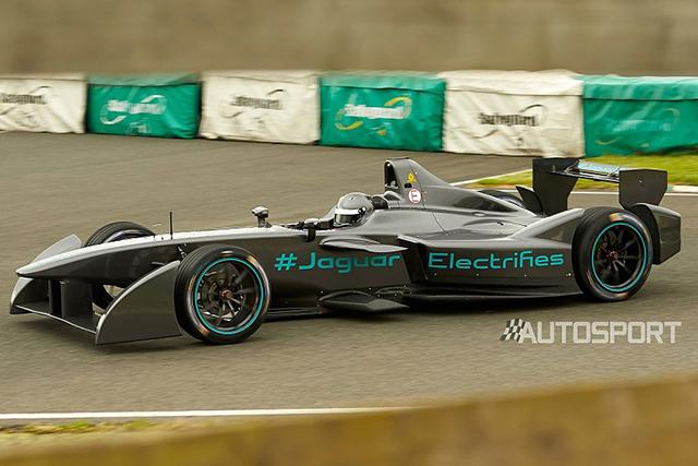 海外レース他   ジャガーの新フォーミュラEマシンがシェイクダウン