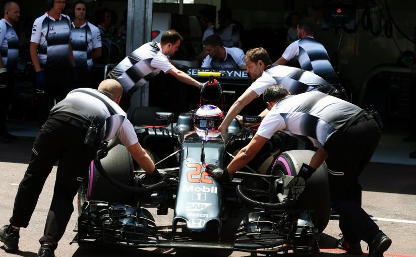 F1   バトン「レッドブルとは違う。セットアップが決まらない」:マクラーレン・ホンダ モナコ土曜