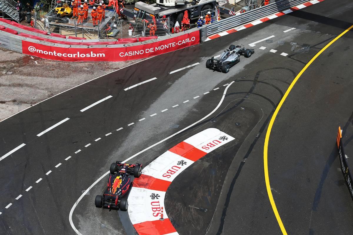 モナコGP決勝 ハミルトンに先行されるリカルド