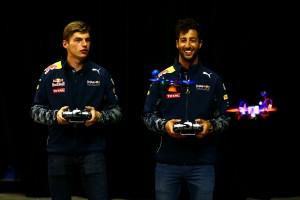 F1 | 動画:リカルド vs フェルスタッペン、はじめての(?)ドローン対決