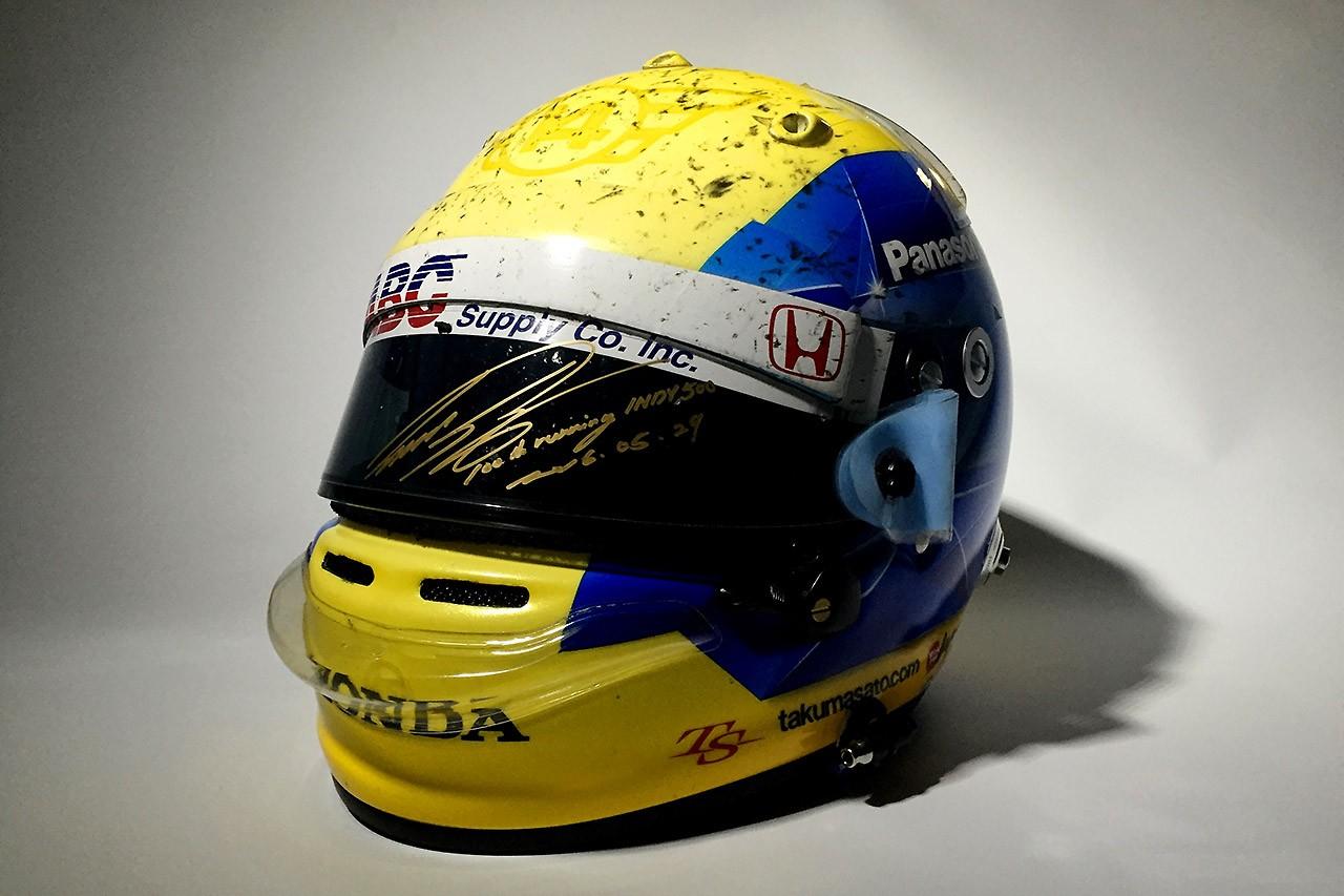 佐藤琢磨のインディ500スペシャルヘルメットのチャリティオークション開始