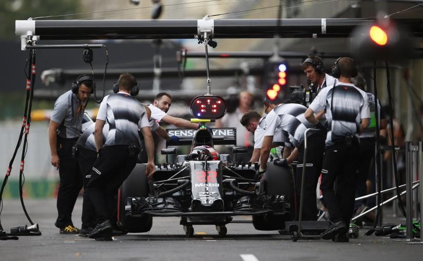 F1   バトン「ストレートで大幅にロス。僕らにとって最悪のコース」:マクラーレン・ホンダ ヨーロッパ金曜