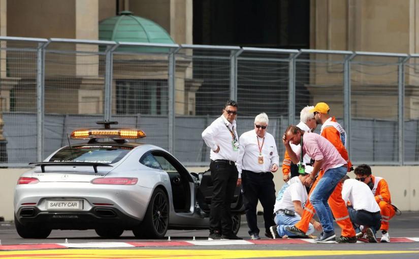 F1 | 初日の走行で問題となった縁石を撤去、ピットロードへの白線も位置を変更