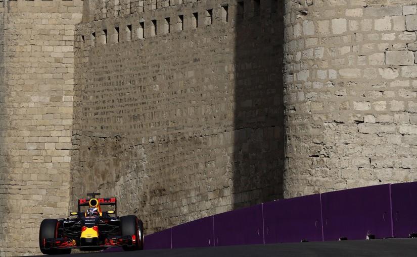 F1   リカルド「最上のサバイバルレースをリードしたい。見て損はないよ!」:レッドブル ヨーロッパ土曜