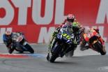 "MotoGP | MotoGP:ロッシ、首位走行もリタイア。""愚かなミス""を嘆く"