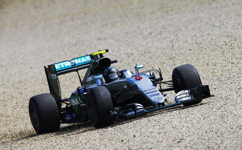 F1 | ロズベルグ、グラベルに飛び出しつつもトップ発進。縁石でトラブル発生