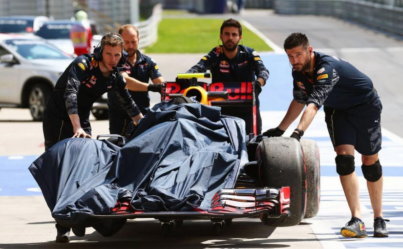 F1 | フェルスタッペン「F1カーはあんな縁石を想定して作られたわけじゃない」:レッドブル オーストリア金曜