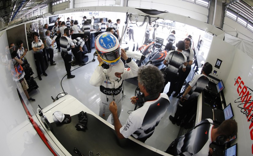 F1   アロンソ「小学校レベルのミス。中古タイヤを装着されて驚いた」:マクラーレン・ホンダ オーストリア土曜