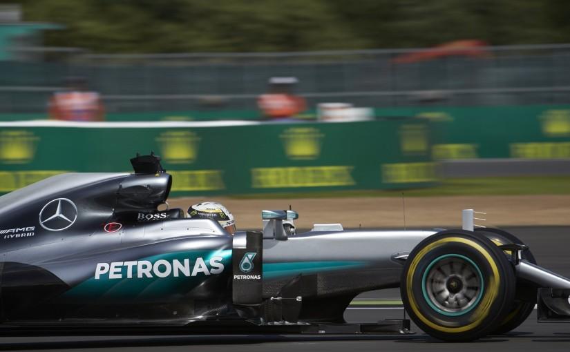 F1   ハミルトン「シルバーストンって楽しすぎる! 走りながら思わず叫んだ」:メルセデス イギリス金曜