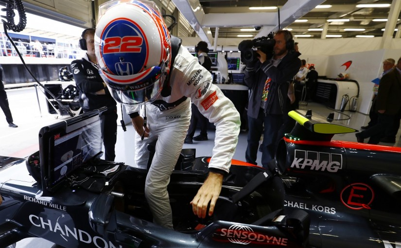 F1 | バトン「ウイングが外れた。Q1落ちが覆らなかったことよりトラブルの方が問題」:マクラーレン・ホンダ イギリス土曜