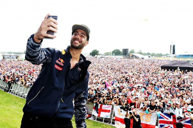 F1 | 不運続きのリカルドにチーム代表がフォロー「今後は渡る道すべてが青信号になる」