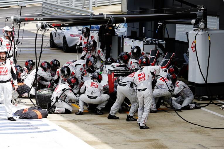 F1 | 小松礼雄コラム 第10回:ダブルピットの怖さ。10代ドライバーが活躍できる理由