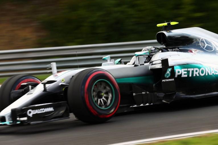 F1 | ハミルトンが単独クラッシュ! 波乱のFP2はロズベルグが唯一の1分20秒台へ