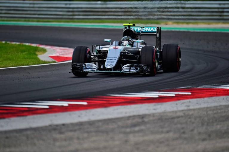 F1 | 予選を前にレッドブル勢がメルセデスに肉薄。首位との差は、わずか0.002秒