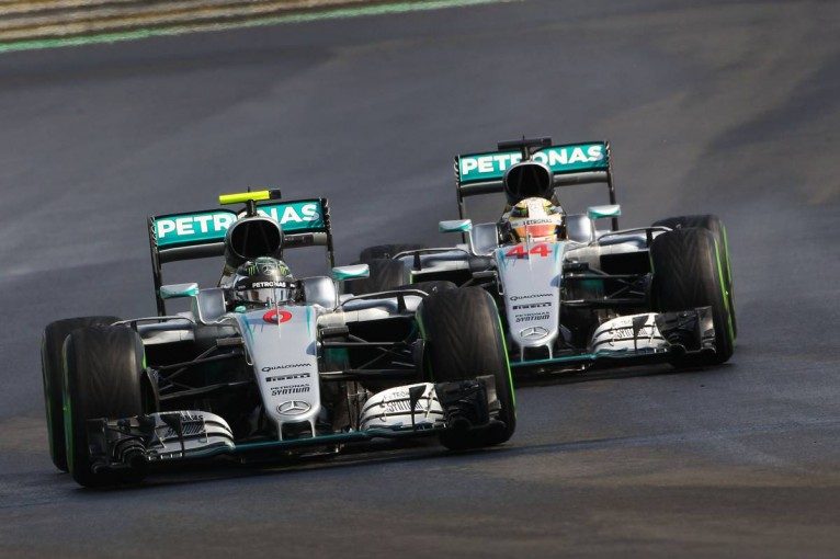 F1 | GP topic:路面の再舗装を事前にチェックしていたニコと否定的なルイス
