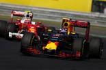F1 | バトンとアロンソも「危険な防御」を痛烈批判。フェルスタッペン「セナなら味方してくれたのに…」