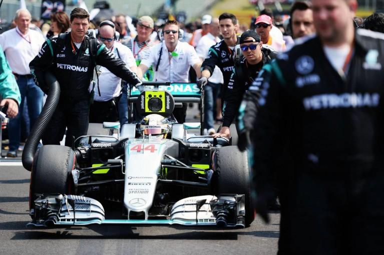 F1 | メルセデス、油断をすれば「敗北を喫する」と2017年への集中を否定