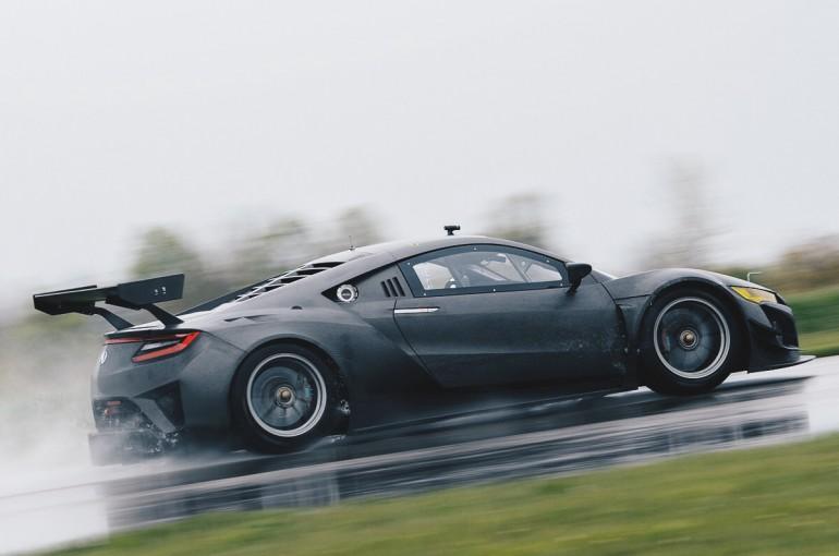 海外レース他 | 『新型NSX-GT3』がSCCAピレリワールドチャレンジで公式テストデビュー
