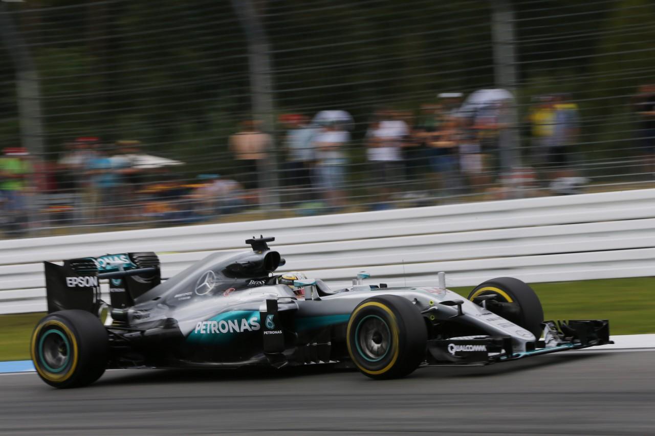予選Q1速報:ハミルトン、僚友を逆転。メルセデス2台はソフトタイヤで1-2