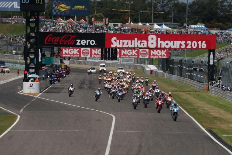 MotoGP   鈴鹿8耐:決勝レーススタート 序盤はTeam KAGAYAMAの清成龍一がリード