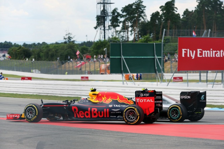 F1 | フェルスタッペン「ルイスみたいに、ニコにぶつけられるところだった。いい走りじゃないよ」:レッドブル ドイツ日曜