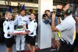 F1 | GP topic:フリー走行後も続いた、アロンソへの誕生日プレゼントあれこれ