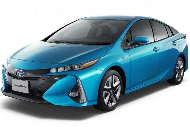 クルマ | トヨタ、新型プリウスPHVの国内発売時期を延期