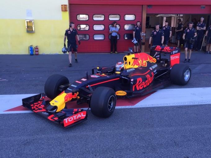 F1   新F1タイヤの初テストが終了。テストカーのダウンフォースチェックが最初の課題
