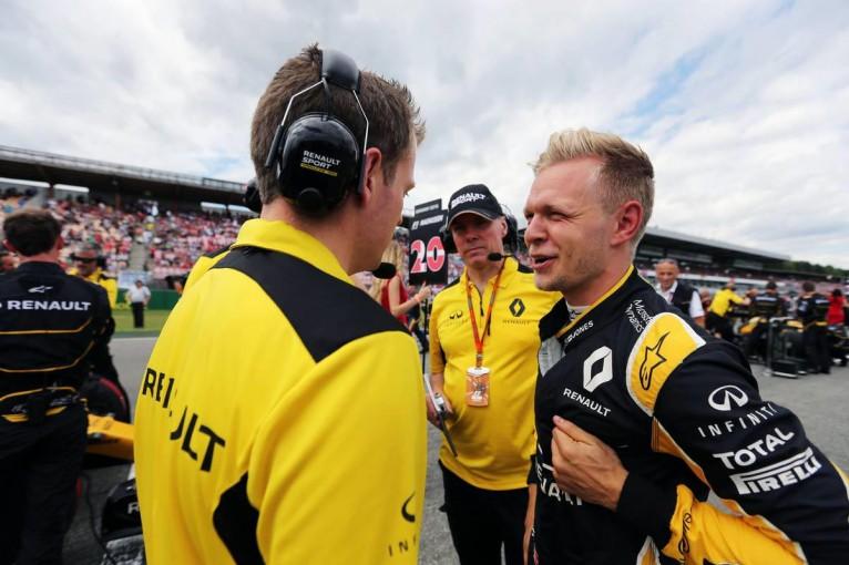 F1   ビッグネームを求めるルノー「マグヌッセンとパーマーにリーダー役はまだ早い」