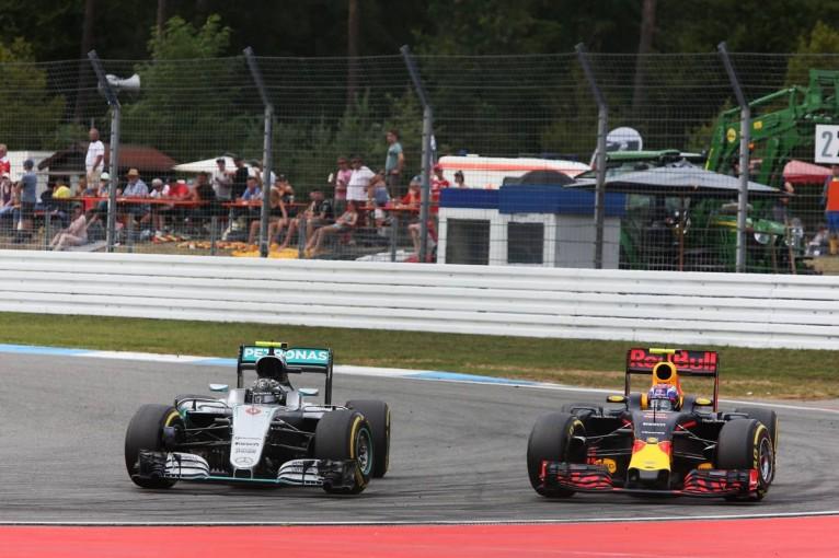 F1 | 「メルセデスに近づけたのはエンジンのおかげ」レッドブル代表がルノーPUを賞賛