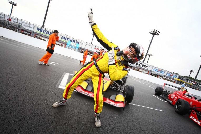 国内レース他 | 全日本F3第11戦:マーデンボロー雨中の勝利。牧野とのドッグファイトを制し3勝目