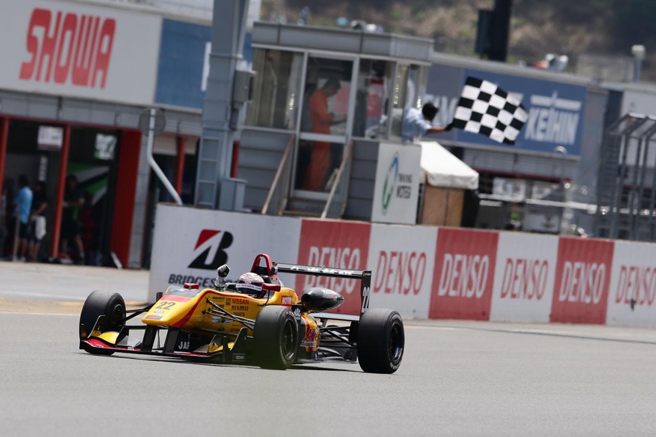 全日本F3第12戦:ポールシッターのマーデンボローが独走の2連勝を飾る