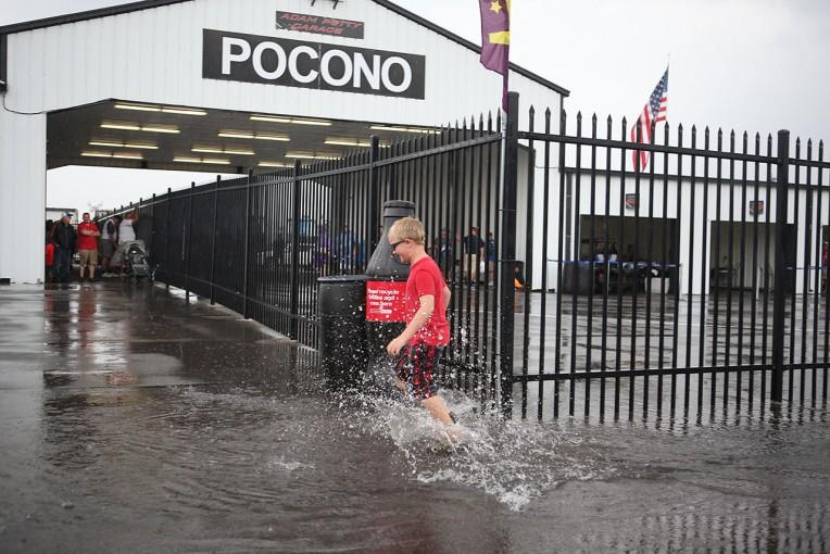 海外レース他 | インディカー第14戦ポコノは雨のため翌日22日に順延