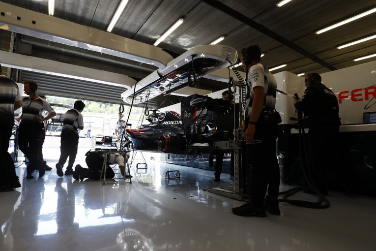 F1 | マクラーレン「アロンソは35グリッド降格。だが新PUに改善みられる」/ベルギーGP金曜