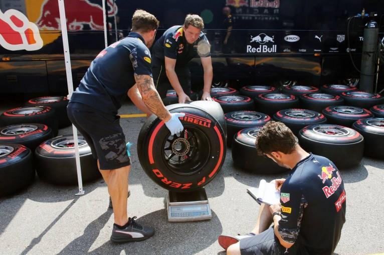F1   最低内圧を変更、それでもドライバーからは不満の声「1ストップ作戦は困難」