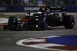 F1 | バトン「不可解な遅さ。ライバルに太刀打ちできない」:マクラーレン・ホンダ シンガポール金曜