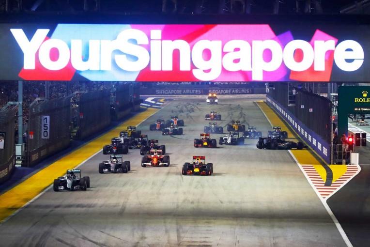 F1   サインツ「どこからともなくFインディアが飛んできてクラッシュ」:トロロッソ シンガポール日曜
