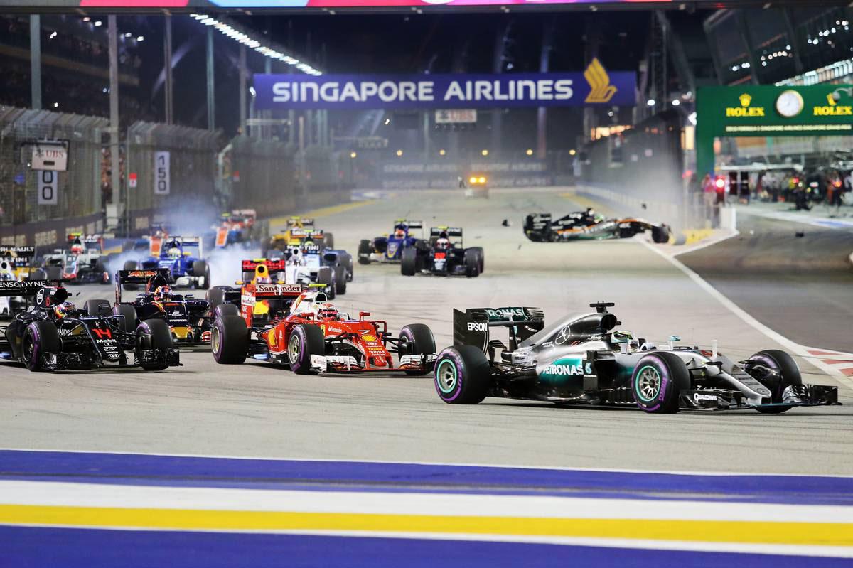 F1第15戦シンガポールGP決勝スタート
