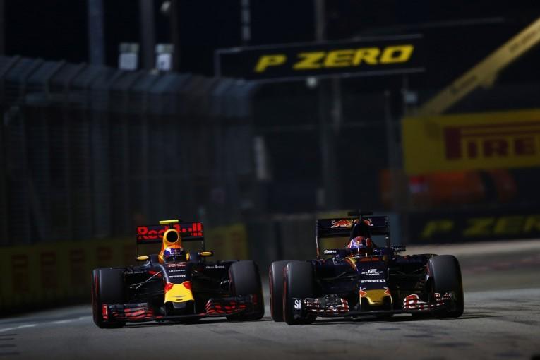 F1   フェルスタッペン「クビアトとのバトルにチームオーダーはいらない」:レッドブル シンガポール日曜