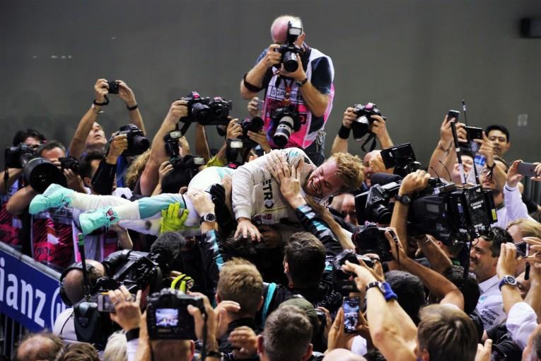 F1 | 今宮純の決勝インプ:レーシング濃度が高かった夜の市街地戦。ロズベルグの岐路となるか──