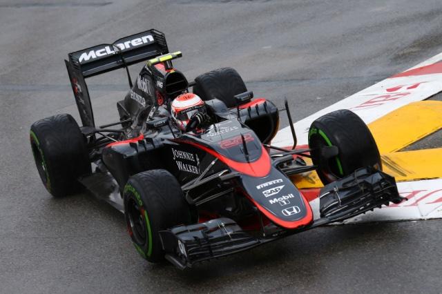 F1 | バトン「タバココーナーの変更は気に入らない」
