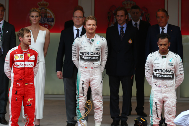 F1   ハミルトン呆然、ロズベルグに3連覇転がり込む