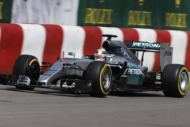 F1   ハミルトンが首位発進、マクラーレンは9番手