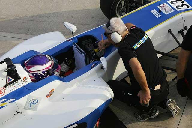 イタリアFIA-F4参戦の佐藤万璃音、得意のイモラで自身初優勝